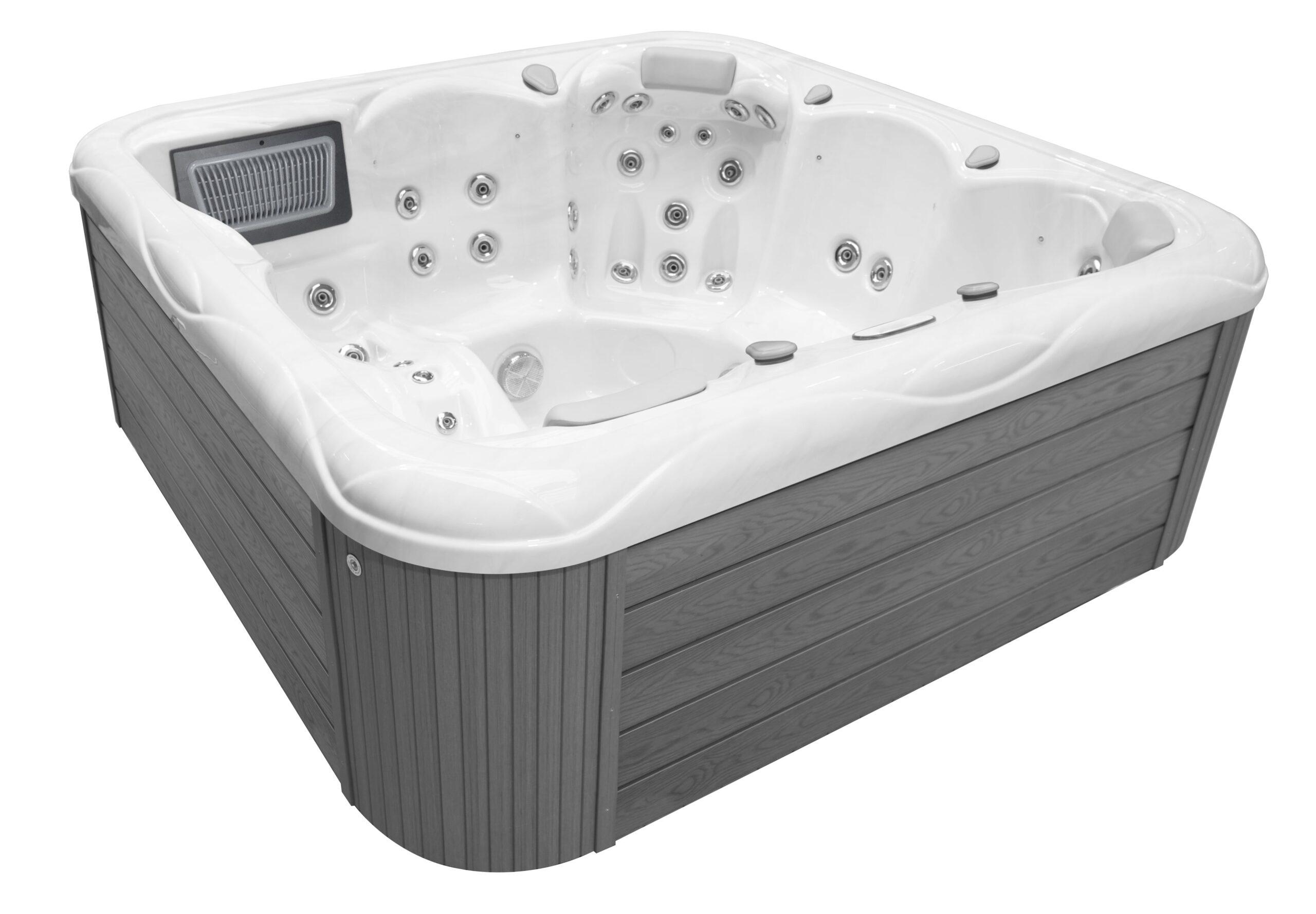 Luxury Large hot tub